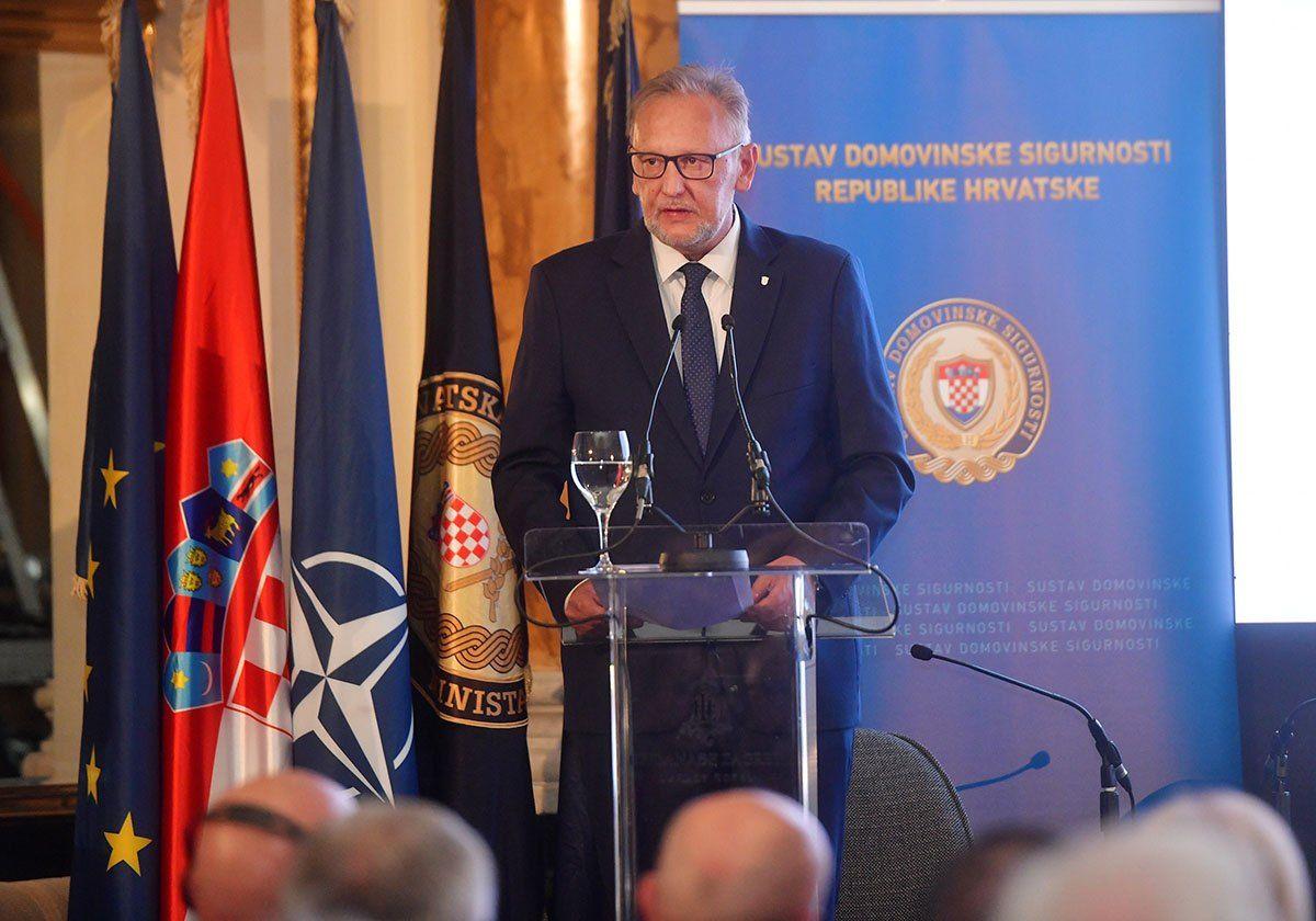 Božinović: Nećemo mijenjati politiku prema migrantima