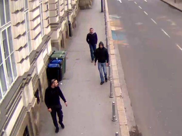 APEL GRAĐANIMA Zagrebačka policija traga za ovim muškarcima zbog kaznenog djela: Jeste li vidjeli ove razbojnike?