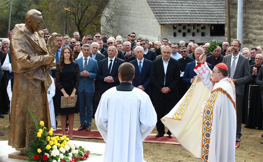 U Pribiću Crkvenom otkriven brončani kip kardinala Franje Kuharića