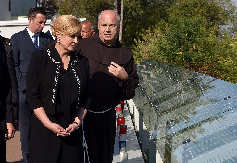 """Predsjednica Grabar-Kitarović o odluci vukovarskog Gradskog vijeća: """"Nisu sazreli uvjeti za uvođenje ćirilice u grad koji je razoren, gdje su branitelji mučeni i silovani nije nikad doživio pravdu"""""""