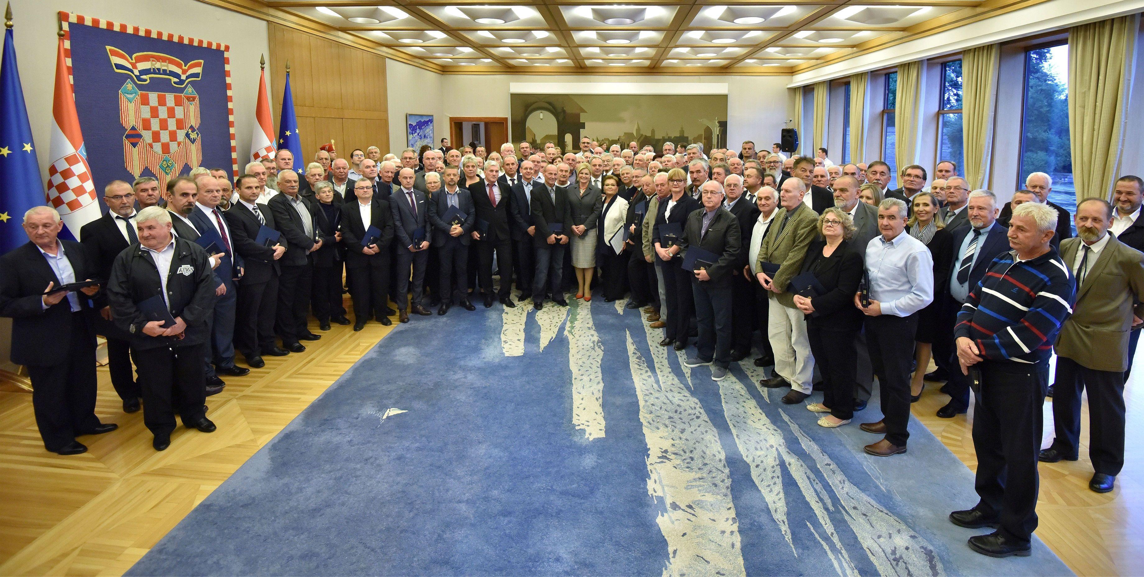 Grabar-Kitarović dodijelila odličja dobrovoljnim darivateljima krvi
