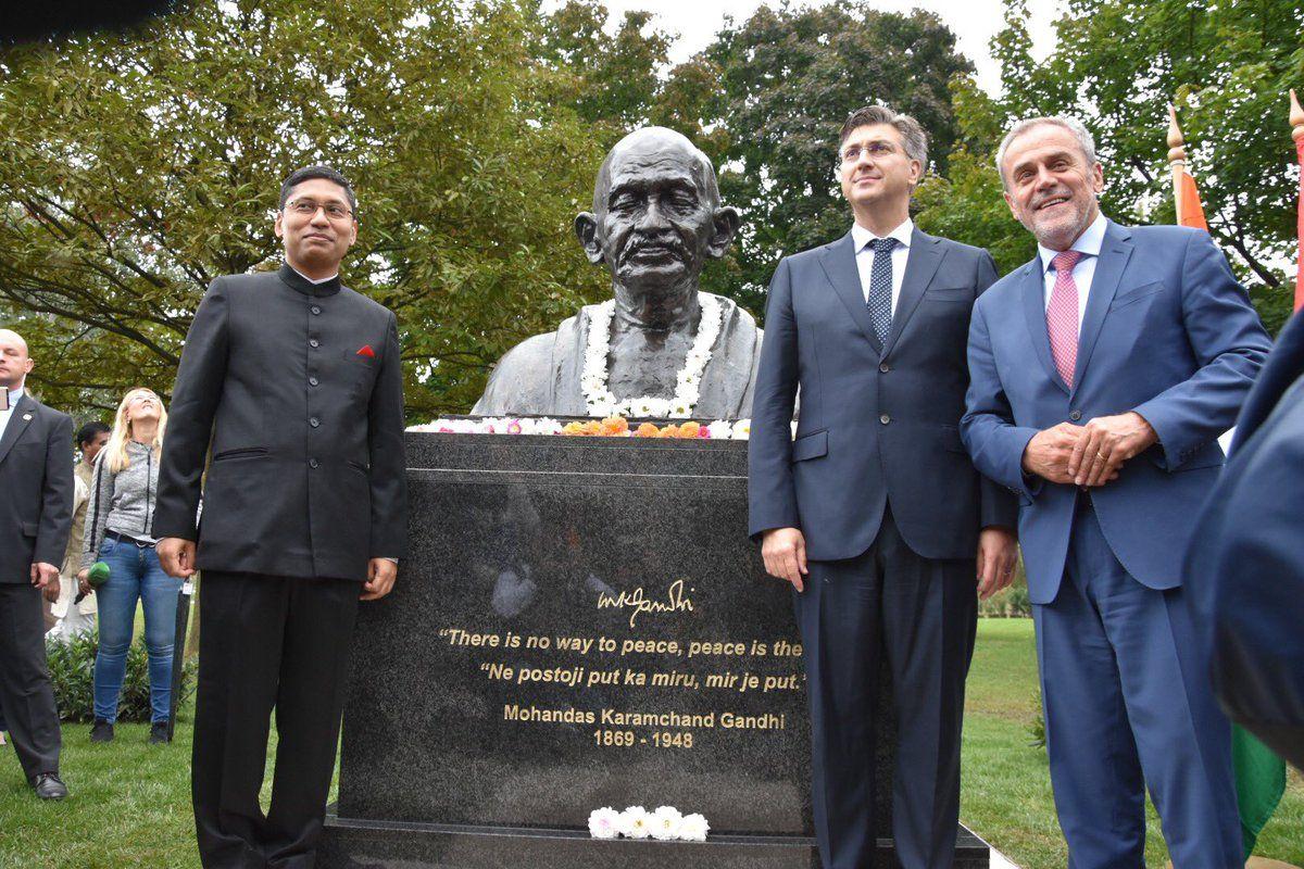 150. OBLJETNICA – Na zagrebačkomu Bundeku otkrivena bista Mahatme Gandhija