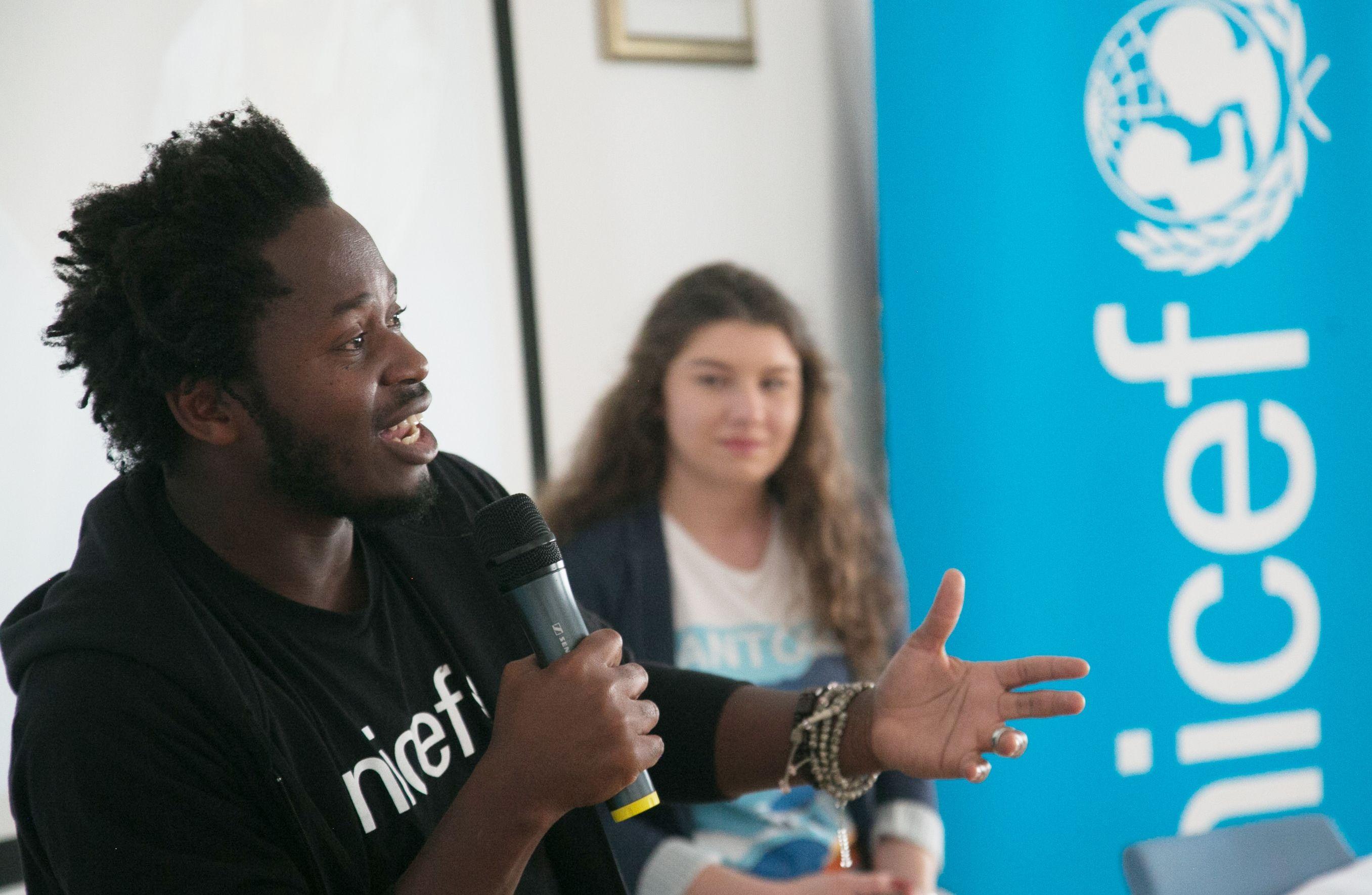 """UNICEF-ov AMBASADOR DOBRE VOLJE NADAHNUO ZAGREBAČKE SREDNJOŠKOLCE Ishmael Beah: """"Dok ste živi, uvijek se nešto dobro može dogoditi"""""""