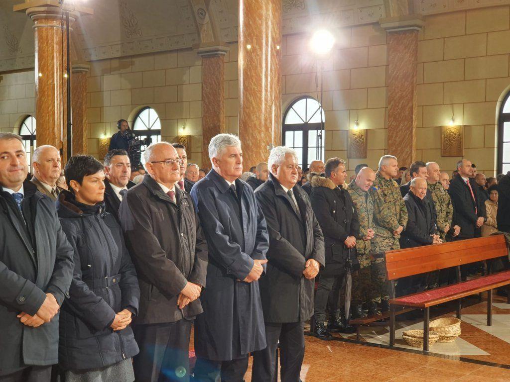 (FOTO i VIDEO) Incident na obilježavanju 25. obljetnice oslobođenja Kupresa: Potomstvo mi je u Njemačkoj, a djeca Krišto i Čovića se sva uhljebila