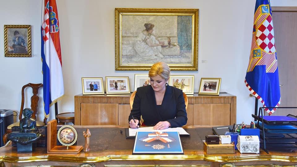 Predsjednica Kolinda Grabar-Kitarović kardinala Kuharića posmrtno odlikovala Veleredom dr. Franje Tuđmana