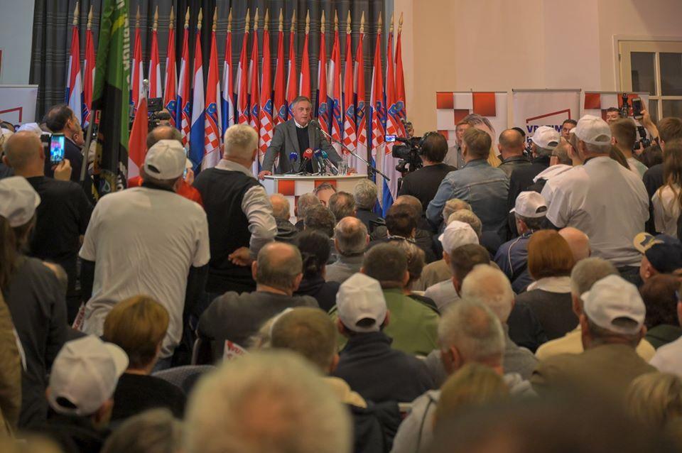 Škoro u Vukovaru: Jučerašnje sučeljavanje loše režirana predstava u korist jedne kandidatkinje