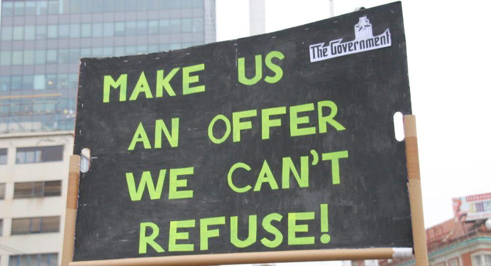 SUTRA POČINJE NASTAVA! Školski sindikati i Vlada postigli dogovor