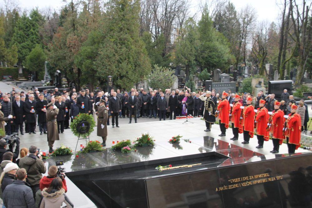 Državni vrh položio vijenac u povodu 20. obljetnice Tuđmanove smrti
