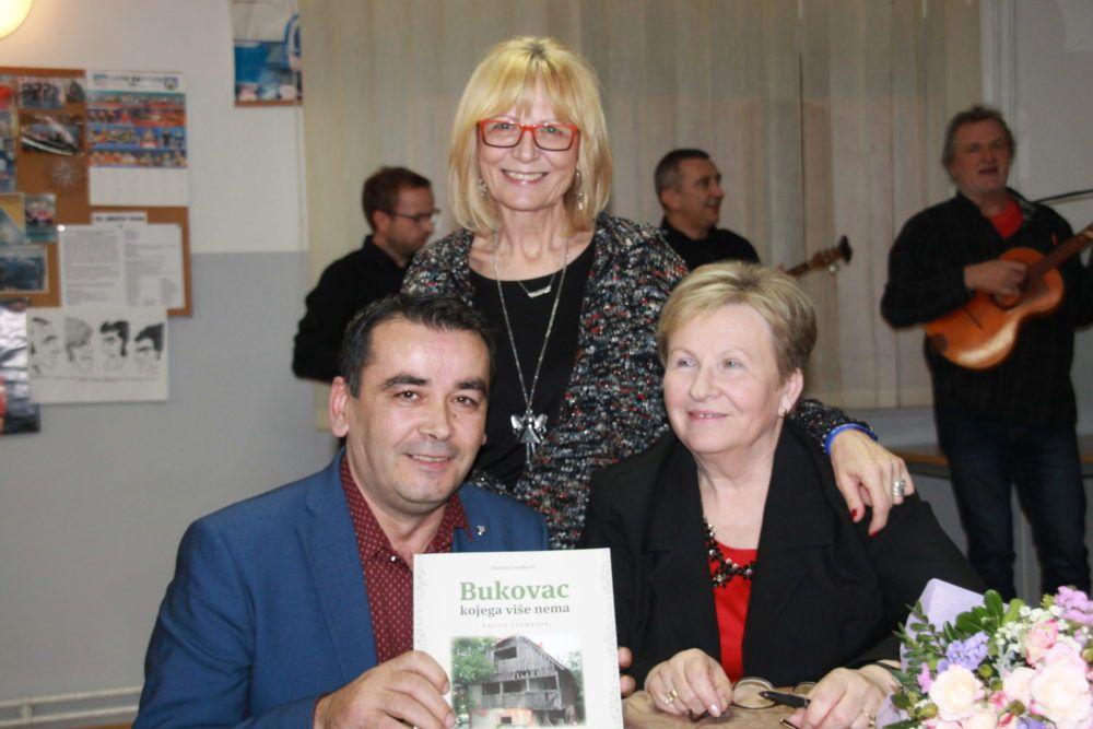"""Predstavljena knjiga spomenar """" Bukovac kojega više nema"""" Jasmine Vranjković: nostalgično putovanje u prošlost"""