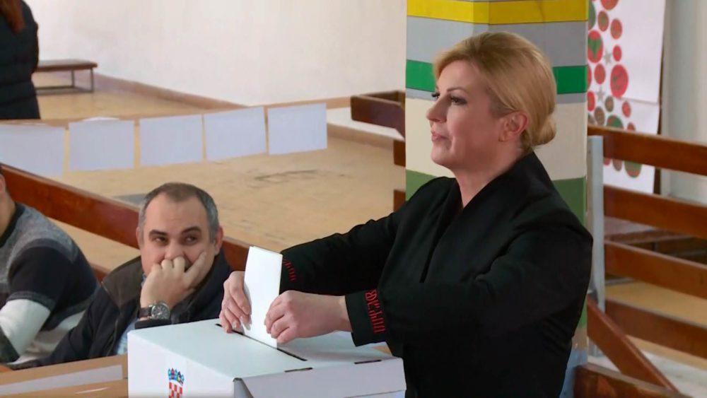 """Grabar-Kitarović glasala je u pratnji svojega supruga: """"Danas je dan ponosa, slavi se demokracija. Svaki čovjek je važan i svaki glas je važan"""""""