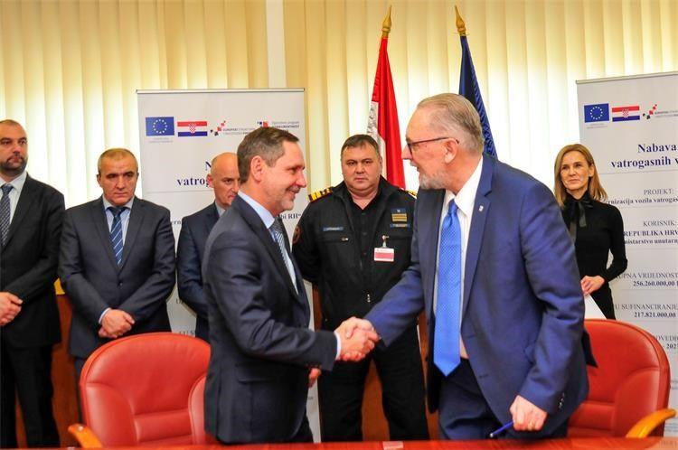 Ugovorena nabava 94 vatrogasna vozila – Božinović: MUP i Vlada RH su tu da budu potpora