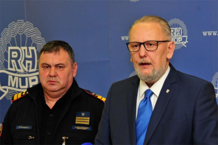 Božinović županu Kolaru: Struka odlučuje o raspodjeli vatrogasnih vozila