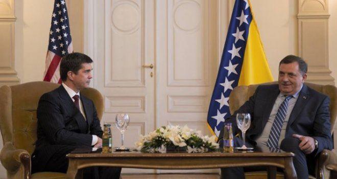 Američki veleposlanik u BiH oštro upozorava Dodika: Ugrožavanje Daytona rezultirat će novim sankcijama