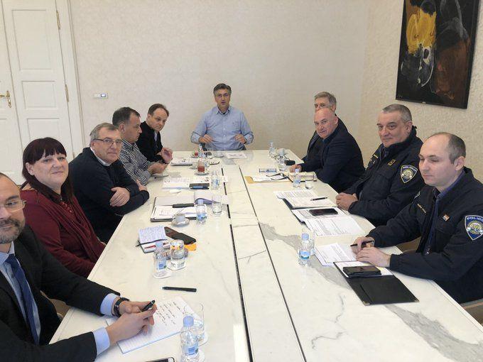 HRVATSKI PREMIJER Plenković s Kriznim stožerom Ministarstva o prevenciji širenja koronavirusa