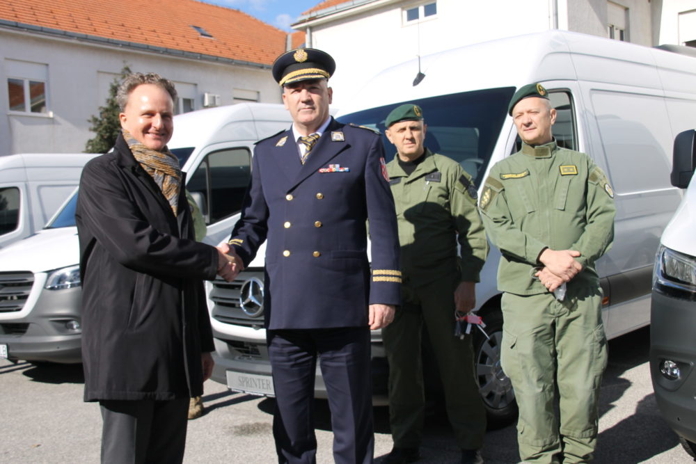 Svečana primopredaja opreme: Njemačka donirala četiri kombija hrvatskoj specijalnoj policiji
