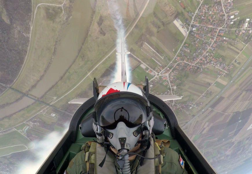 """(VIDEO) """"Krila Oluje"""" s dodatnom dimnom atrakcijom na avionu"""