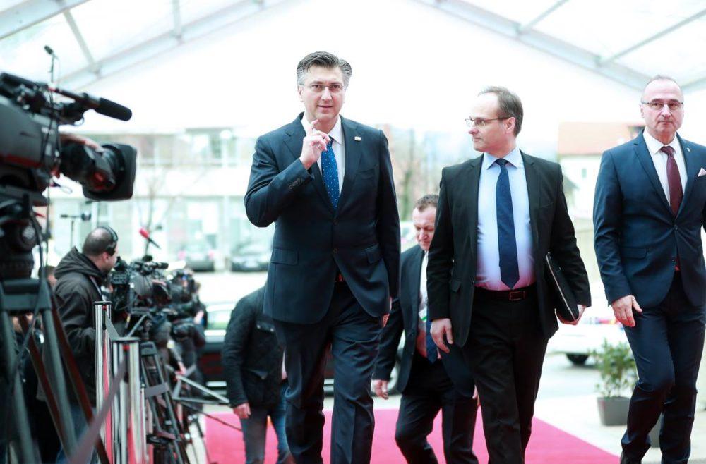 ŠTO SE TO DOGAĐA? Plenković organizirao tajni sastanak s urednicima vodećih hrvatskih mainstream medija: pišu afirmativno o Vladi i Kriznom stožeru jer je to dio trgovine?