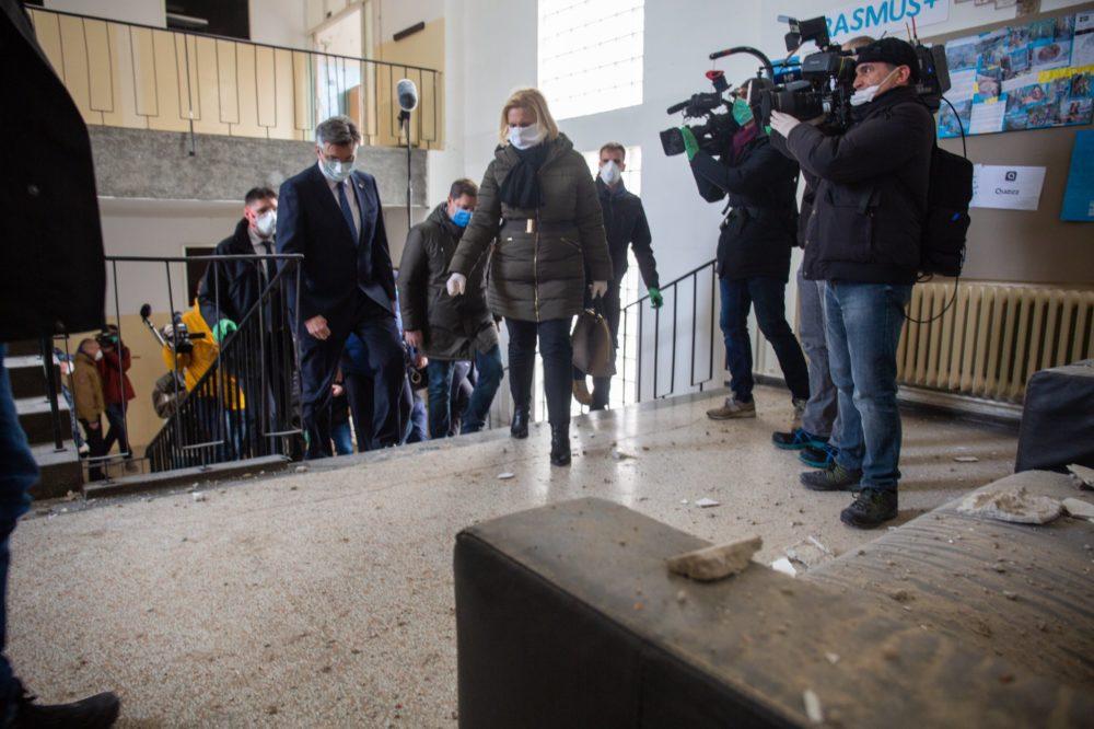 Premijer Plenković obišao četvrti najviše stradale u potresu, brojne kuće nisu za stanovanje