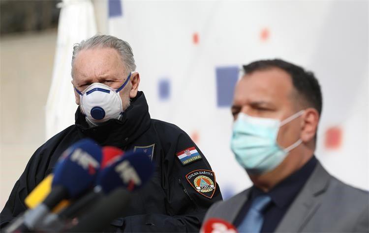 """Božinović i Beroš poručili: """"Hvala vam cure i dečki! #ostanidoma"""""""