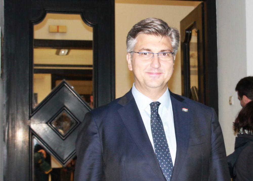 """Plenković: """"uvijek sam meta napada ljudi na krajnjoj desnici i ljevice i najsnažnije odgovaram, i branim politiku HDZ-a, naše zakone, politike iproračun"""""""