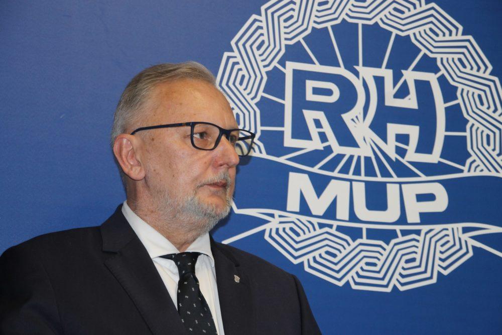 PANDEMIJA KORONAVIRUSA Božinović: Policija će više i češće patrolirati te apelirati na nužnost neokupljanja većegbroja građana