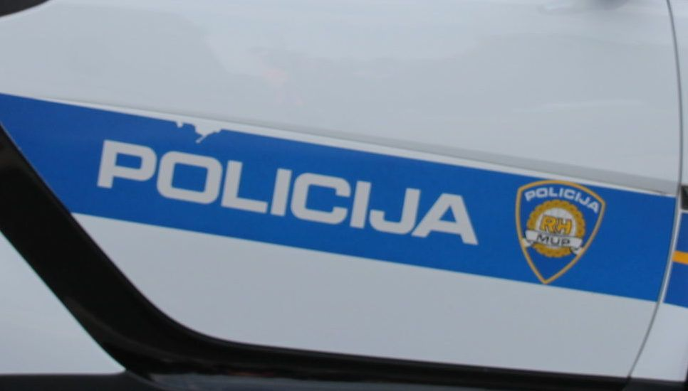Dvoje policajaca udaljeno iz službe zbog nedoličnog ponašanja tijekom krize