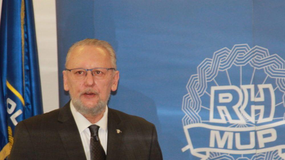 Božinović: Zbog nepoštivanja propisanih mjera zaštite od zaraze, zatvaramo sve javne površine i ukidamo međugradske linije