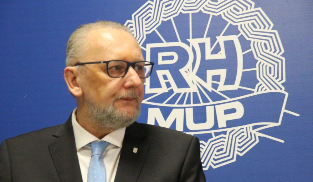 BORBA PROTIV KORONAVIRUSA: Voditelj Nacionalnog stožera Božinović najavio ograničenje kretanja starijih i pojačani nadzor samoizolacije