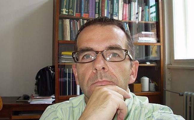 Predstojnik Zavoda za organsku kemiju na Farmaceutsko-biokemijskom fakultetu u Zagrebu Dr.sc.Valerije Vrček: Kako su nam lagali. Borba protiv koronavirusa je opasnija od same bolesti