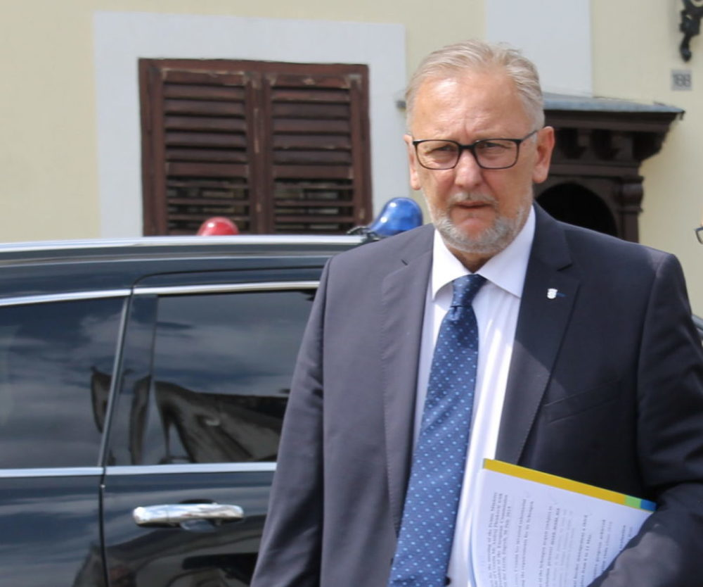 Božinović: U borbi protiv koronavirusa na terenu angažirano 25.000 operativaca
