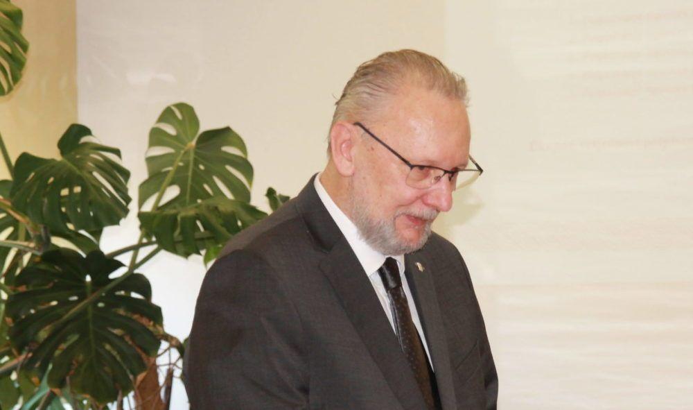 MRZITELJI KATOLIČKE CRKVE NA APARATIMA – Ministar policije Božinović stao u obranu svećenika Don Josipa Delaša