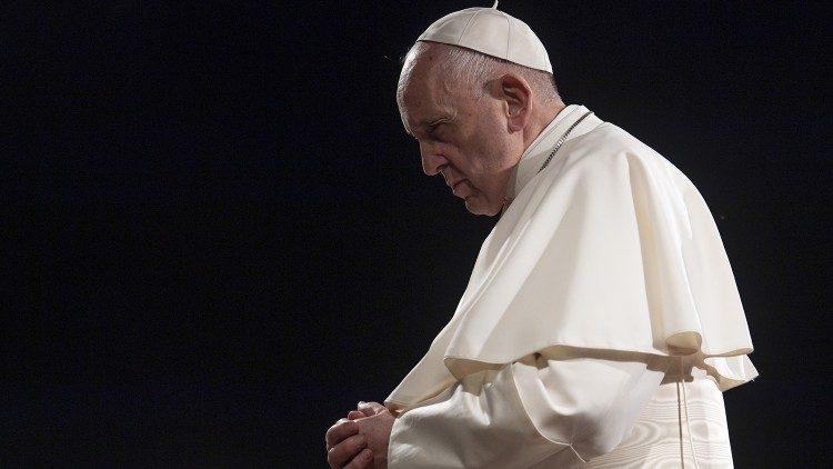 """Papa Franjo je medicinare i kler žrtve koronavirusa usporedio s vojnicima palima u ratu: """"umrli su na bojištu poput vojnika koji su svoj život položili iz ljubavi"""""""