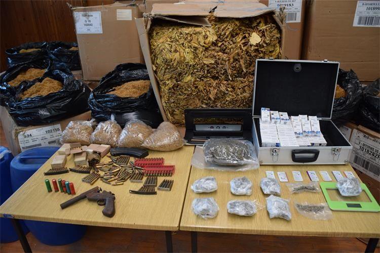 POLICIJA zaplijenila duhan vrijedan preko pola milijuna kuna i kilogram marihuane
