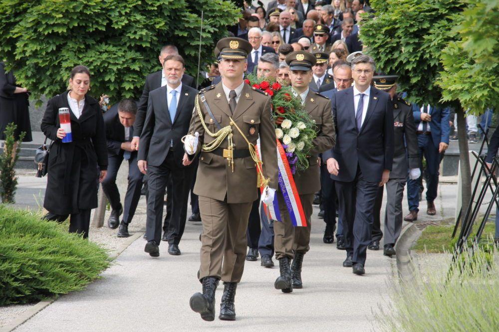 (FOTO) DAN DRŽAVNOSTI REPUBLIKE HRVATSKE: položeni vijenci državnog vrha