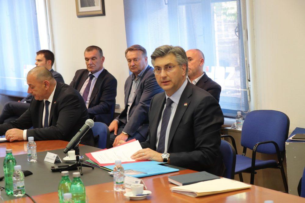 Plenković: Josipa Rimac i drugi upleteni u aferu trebali bi biti isključeni iz HDZ-a; postignut dogovor s Marijanom Petir oko zajedničkog izlaska na parlamentarne izbore, kao i s predsjednikom HSLS-a Dariom Hrebakom