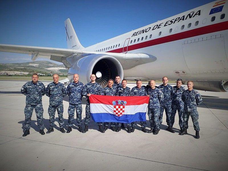 Dvanaest pripadnika 4. hrvatskog kontingenta AVPD tima za zaštitu broda, upućeno je u operaciju potpore miru ATALANTA u Somaliju