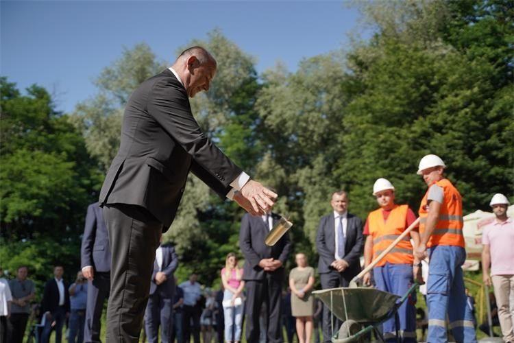 Ministar hrvatskih branitelja Medved položio temeljni kamen za veteranski centar u Daruvaru