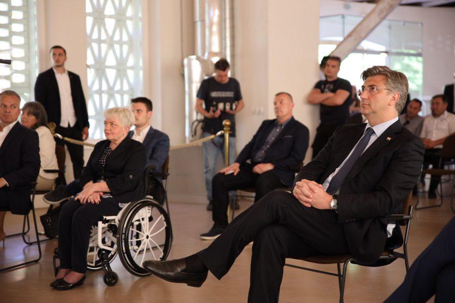 (VIDEO) Predsjednik HDZ-a Plenković: To nije bliski kontakt, nadridoktori me ne zanimaju