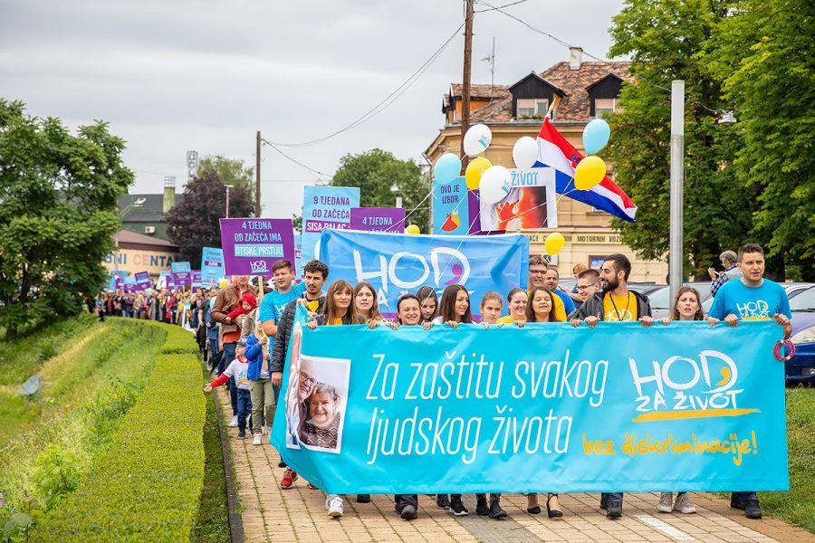 """Hod za život, obitelj i Hrvatsku održan u Sisku: """"Za zaštitu svakoga života bez diskriminacije"""""""