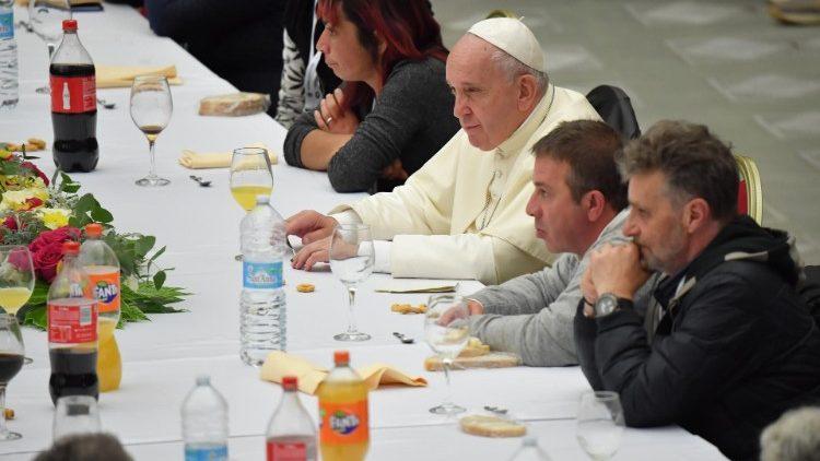 "Papa Franjo poziva da se nakon pandemije ""pruži ruku siromašnima"""