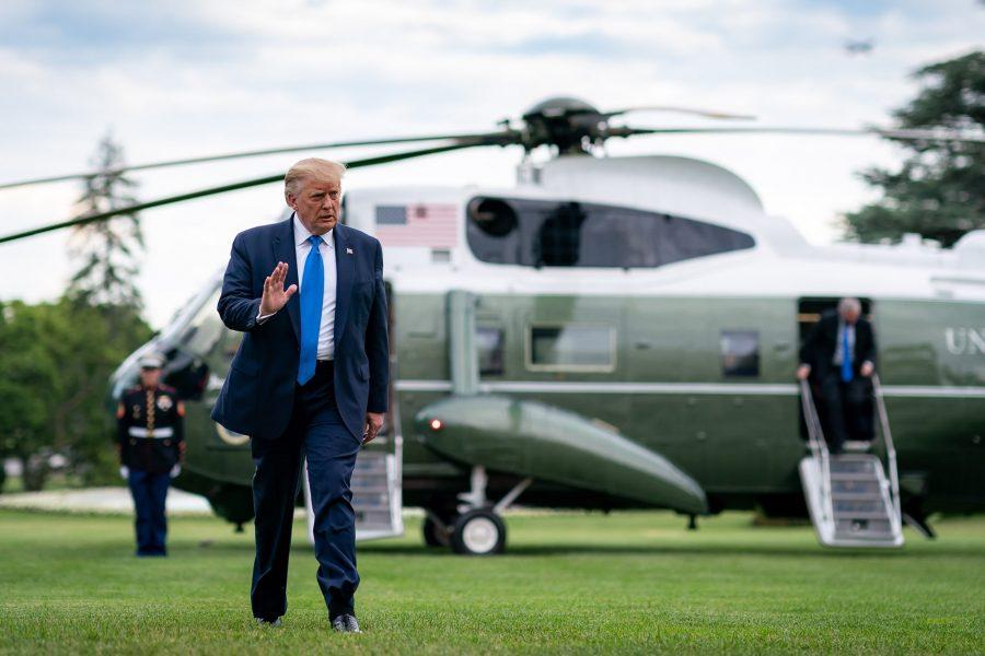 RAZUMNO PROTIV NASILNOG UVOĐENJA BRNJICE NARODU Američki predsjednik Trump traži da se ne uvodi obveza nošenja maski