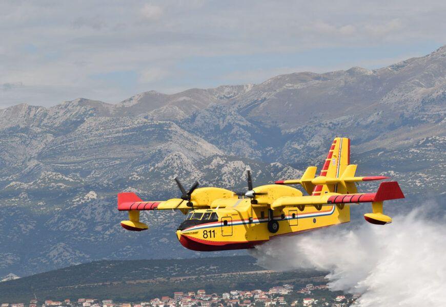 MORH: Tri protupožarna aviona sudjeluju u gašenju požara kod Vodica