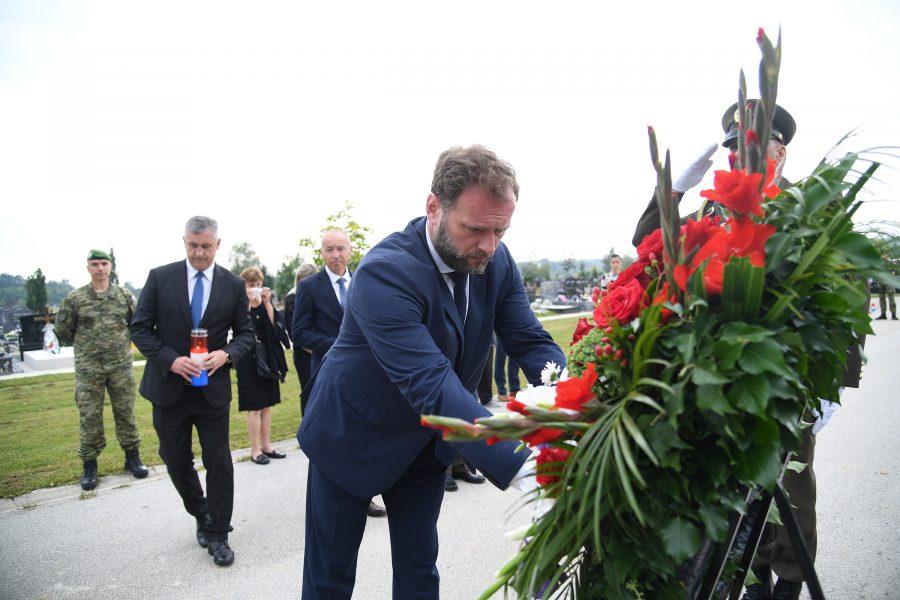 Obilježena prva obljetnica smrti – Ministar obrane Banožić odao počast hrvatskom vojniku Josipu Briškom