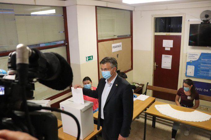 IZBORI 2020: Plenković ispunio svoju građansku dužnost: Danas je trenutak kada imamo taj veliki susret s voljom naroda
