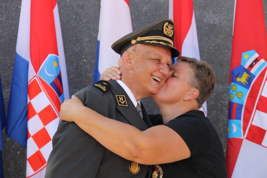 Predsjednik RH Milanović se založio da se Ljubo Ćesić Rojs skine s crne liste SAD-a: Umirovljeni general požalio se predsjedniku na svoju 'golgotu' koja traje još od 2004., odgovor dobio za dva dana