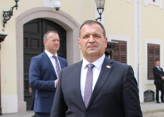 Beroš: Slijedi dalje težak rad, vjerujem da ću ostati ministar