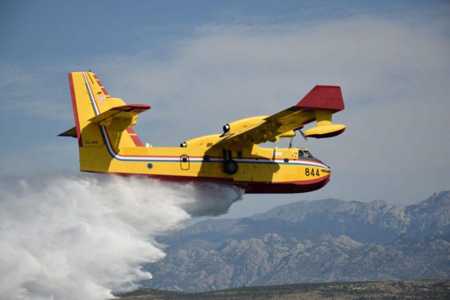 Zračne snage angažirane na gašenju dva požarišta kod Trilja i kod Muća