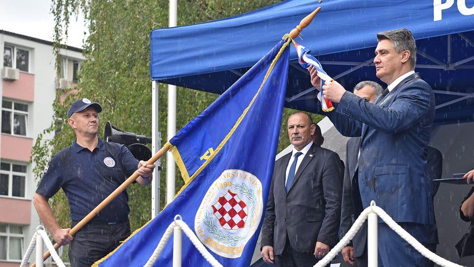 Predsjednik Republike i vrhovni zapovjednik Oružanih snaga RH Zoran Milanović odlikovao je postrojbu Prvi hrvatski redarstvenik