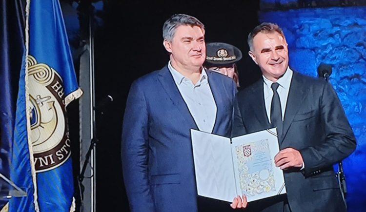 HRVATSKI PREDSJEDNIK Milanović za 25. obljetnicu Oluje odlikovao generale HV-a i gardijske brigade HVO-a