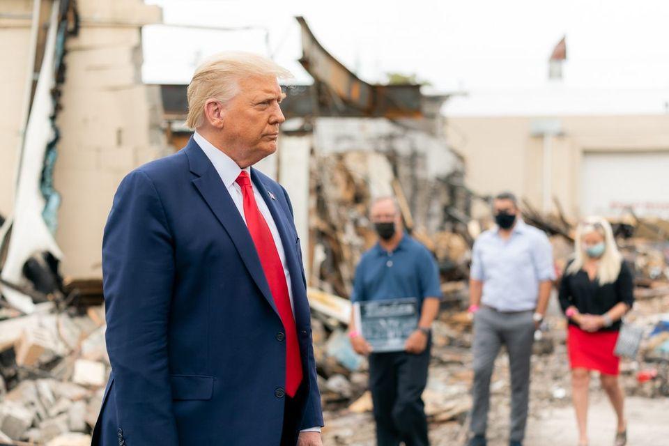 """Američki predsjednik Trump: """"bacanje kamenjana policajce, to nisu djela mirnih demonstranata, već unutarnji terorizam"""""""
